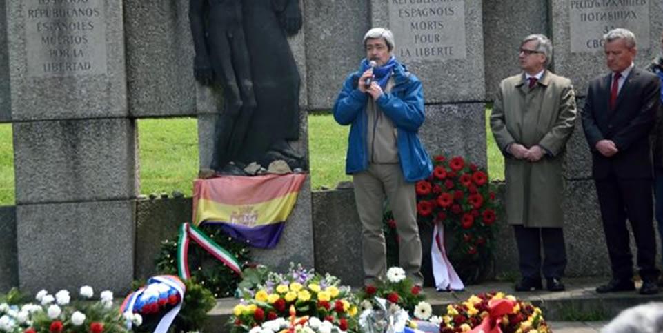 Ofrenda floral de Amical de Mauthausen en el memorial a los republicanos españoles en el KZ-Gedenkstätte Mauthausen, durante los actos conmemorativos de mayo de 2016. F. MIQUEL DE TORO